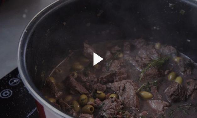 Sauté Bœuf Pays aux olives et palets de pommes de terre croustillants recette de Edwina Bargy du Gardin, chef de Colored Cooking